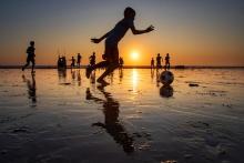 BAmyoutD1_Play_on_Sunset