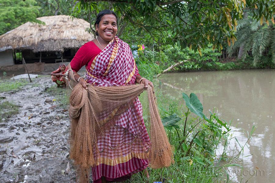 A woman fish farmer catching fish in Khulna, Bangladesh. Photo by Yousuf Tushar. July 28, 2015