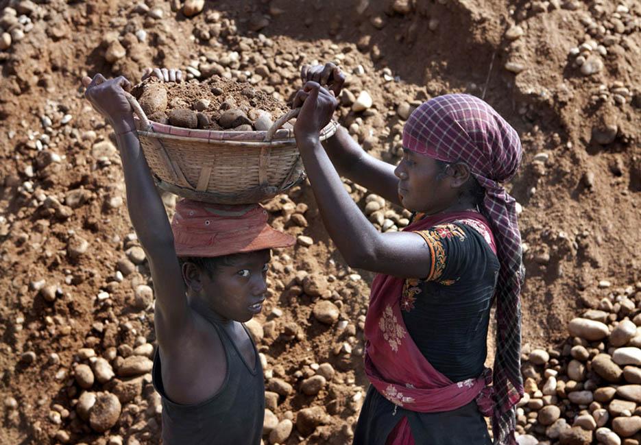 14_child_labor_at_bholagonj_stone_quarry_field