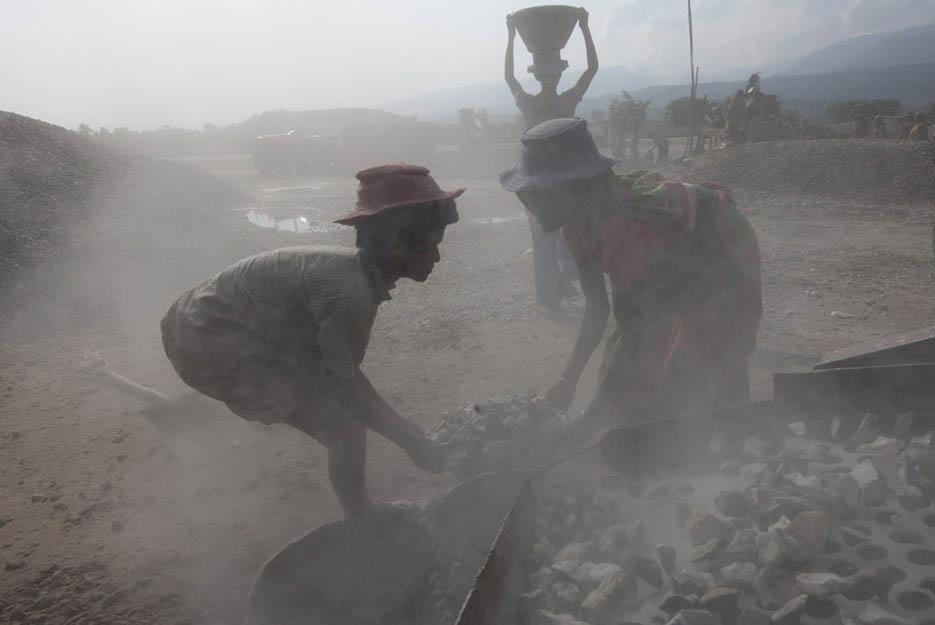 19_child_labor_at_bholagonj_stone_quarry_field