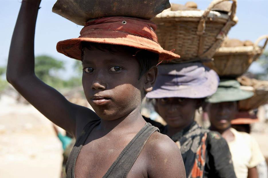 1_child_labor_at_bholagonj_stone_quarry_field