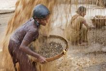 4_child_labor_at_bholagonj_stone_quarry_field
