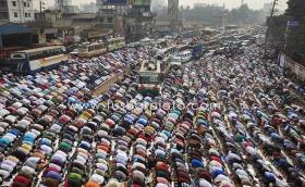 pray on the road, Bangladesh