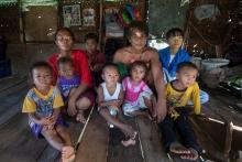 Real-World-World_06_-A-Bajau-Family
