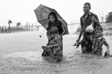Thousands of Rohingya Family are coming to the Bangladesh after the Burmese army started an operation against the Rohingyas, killing, rapeing and burning their homes in the Rakhine state of Myanmar. as now more than 655,000 Rohingyas crossed the border to come Bangladesh. Teknaf, Bangladesh.